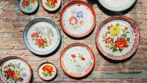 çiçek desenli tabaklar