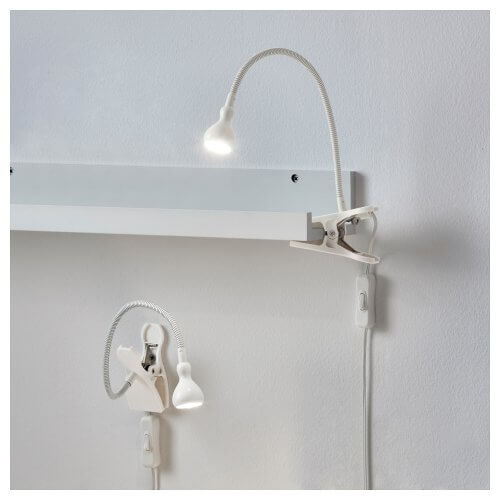 Mandallı, kaz boyunlu olarak adlandırılan spiral lambalar bekâr evleri için hem alan kazandırır hem de kullanışlıdır.