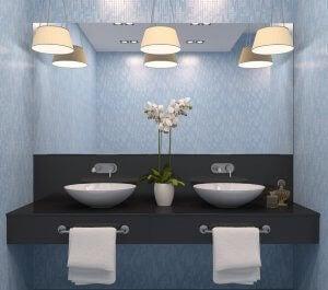 Küçük banyolarda ışık kullanımı