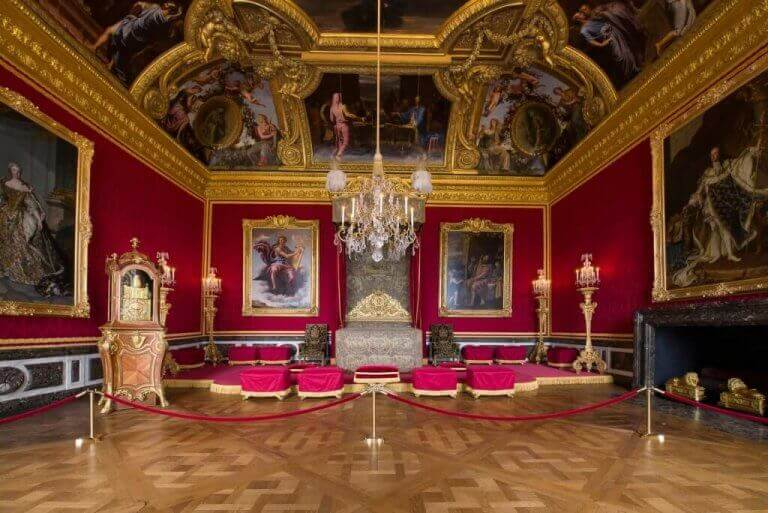sarayda kırmızı dekorasyon
