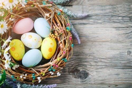 Paskalya Çelenkleri ile Kapınızı Süsleyin