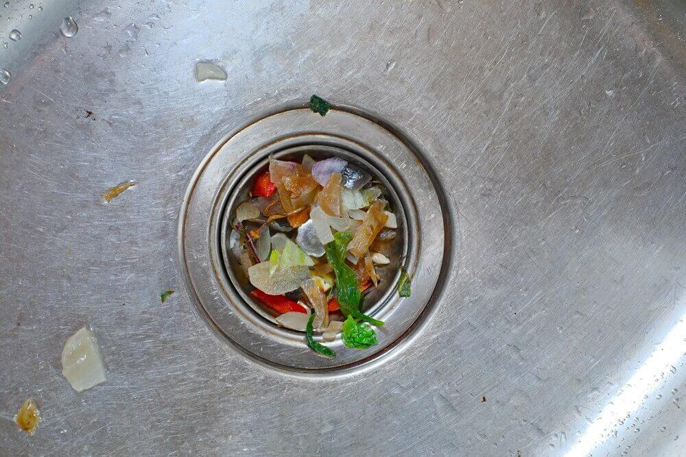 Lavabo deliğinde yemek kalıntısı