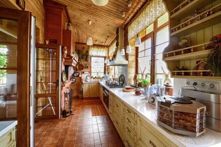 Beyaz ahşap tercih edilmiş mutfak