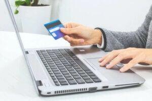 Kredi kartıyla para harcamak