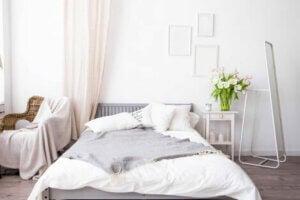 Doğal malzemelerle yatak odası düzeni