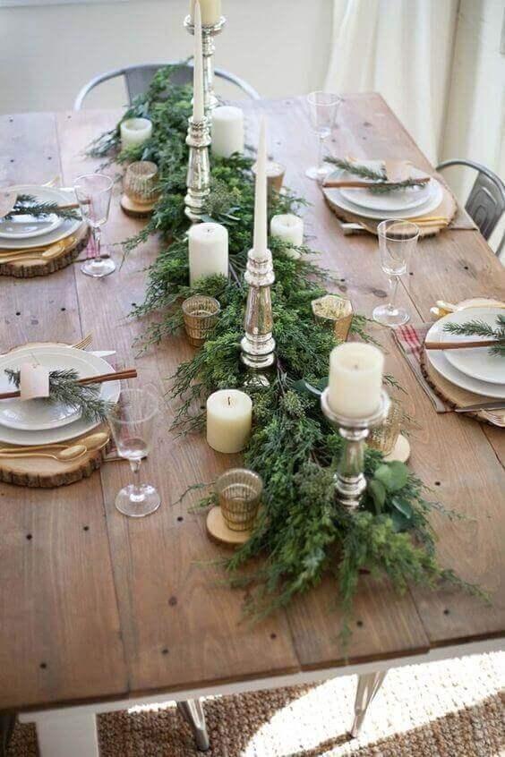 ökseotu ile dekore edilmiş masa