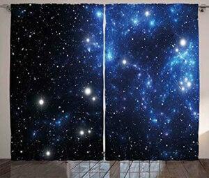 evinizde astronomi teması için yıldızlı perdeler