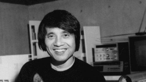 Tadao Ando gülümseyen pozu