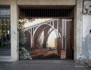 Garaj kapısının dekorasyonu.