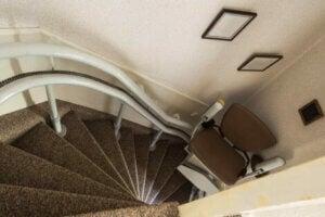 Merdiven asansörü.
