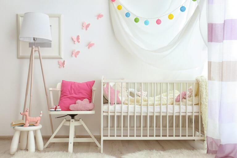 Bebek odası ve renkli aksesuarlar