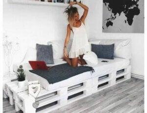 Paletlerden yatak yapmak.