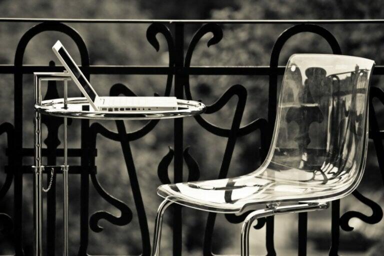 Metakrilat Sandalyeler: Alandan Kazandıran Şık Çözümler