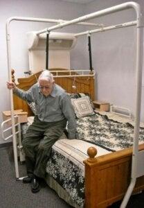 Yaşlılar için yatak odası.