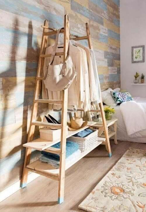 Giyinme odanızı ahşap merdivenle dekore etmek