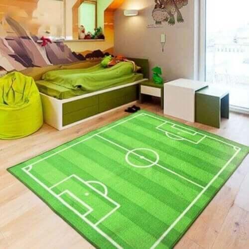 Yeşil daha şeklinde halı ile yatak odasını dekore etmek