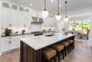 Beyaz mutfak tezgahı