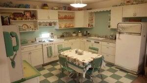 Nostaljik bir mutfak yaratmak için özel tezgahlar.