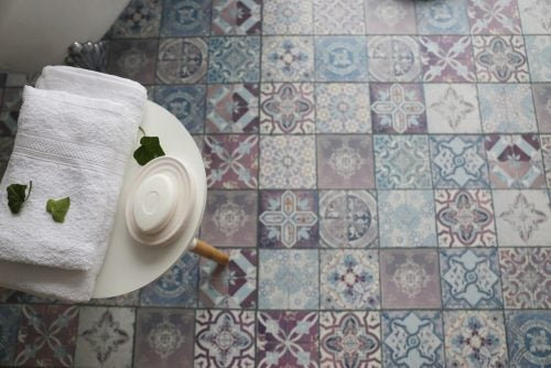 Painting tiles types of paint