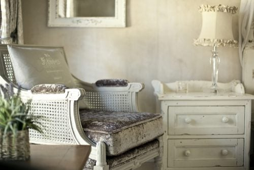 Shabby chic mixes old and new furnishings