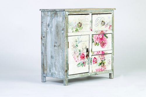 Shabby chic furniture can have a distressed finish