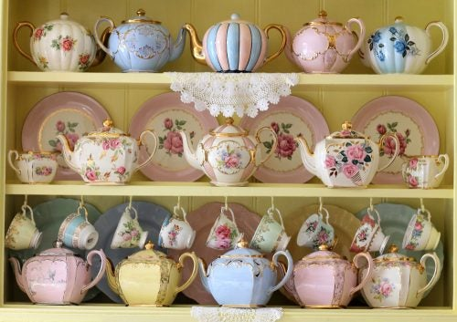 Teapots and teacups in pastel colors can add to a shabby chic style