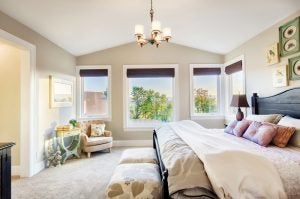 Whites or pastels are the perfect wall colors if you want to add a touch of elegance to your bedroom.