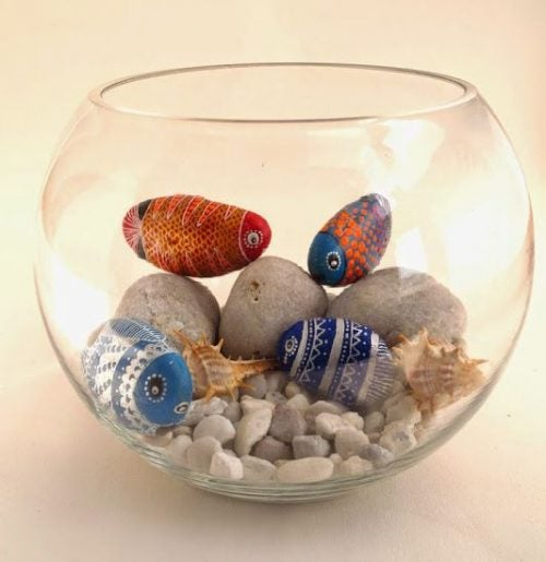 Decorate the Outside of your Fish Tank with Pebbles