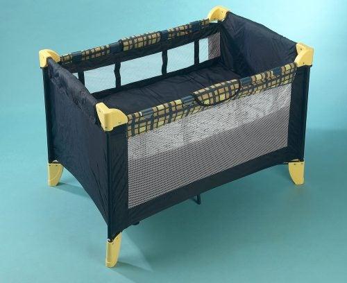 Baby crib folding