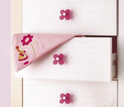 Closet handle for children