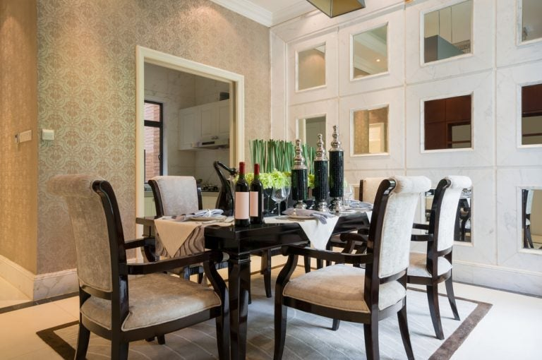 How Do You Decorate the Dining Room Table?