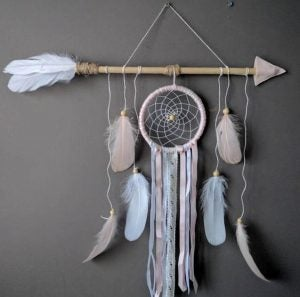 Pastel-colored dreamcatchers are really delicate and elegant.