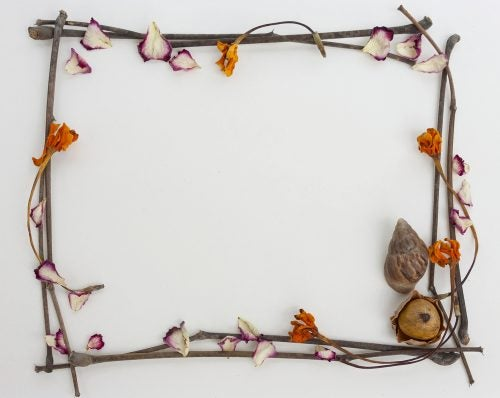 DIY frames made out of dry leaves and twigs are a great addition to a botanical decor