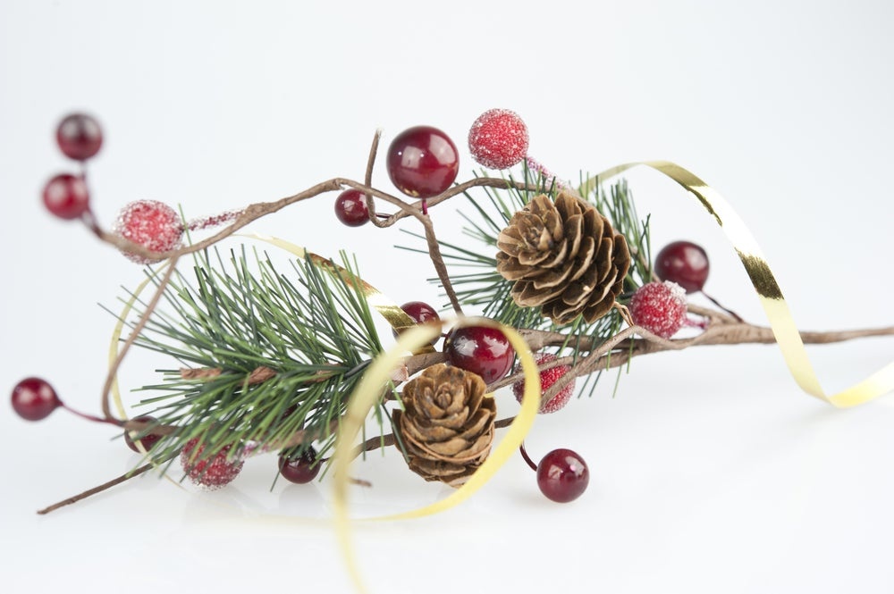 Natural party garlands can be perfect for Christmas parties.