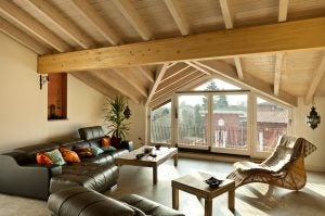 나무로 된 천장: 당신의 집을 위한 독창적인 디자인 02