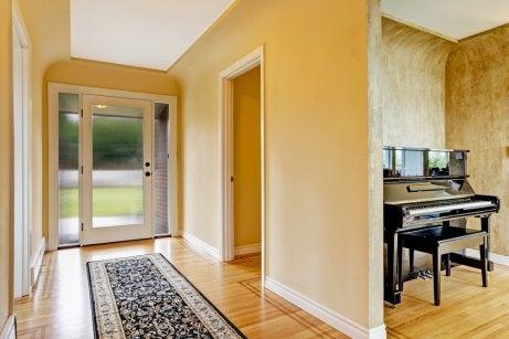 baseboard and rug in a hallway