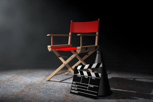 Include a director's chair and a clapperboard for a cinema style decor for your bedroom