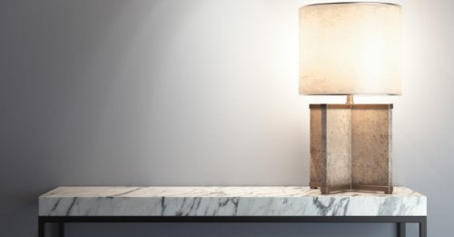 Side table with a top of white and gray marble