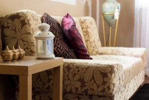 You can also add elements such as Asian-style lamps to your oriental decoration.