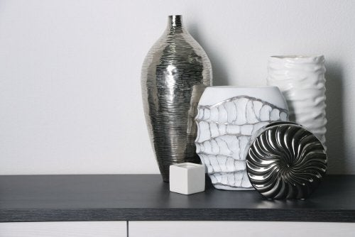 Decorate your shelves with jars of different shapes