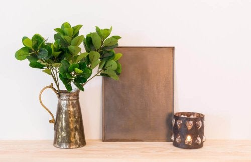 Decorate your shelves with jars with leaves