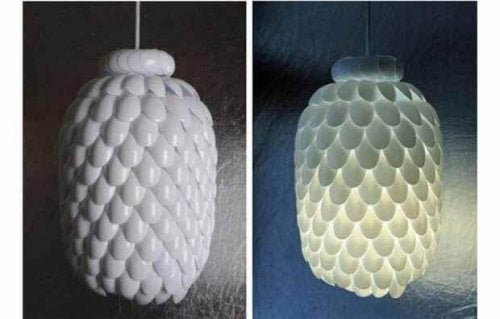 You can use spoons as household items to make light shades