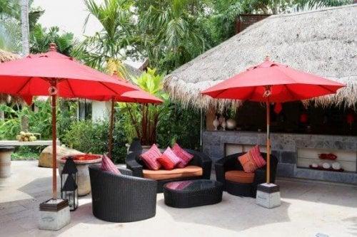 Create Your Own Backyard Beach Bar!