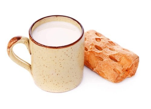 Clay objects such as cups with the natural color of clay are an excellent choice for the kitchen