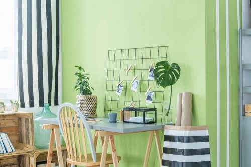 Use the rule of 60/30/10% to create a perfectly balanced decor including the color Greenery
