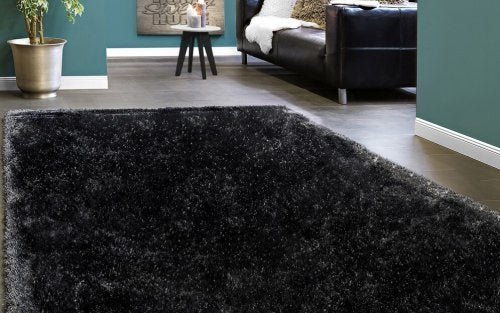 An anthracite rug is perfect for the living room floor