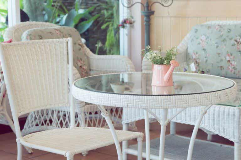 Mirror Top Tables: The Latest Trend In Interior Decoration