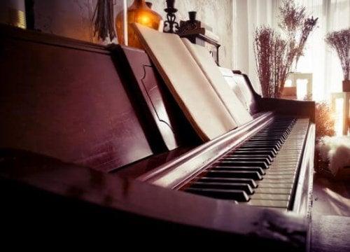 Balancing Room Decor: Pianos