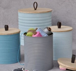 Tins as yarn storage containers - diy decoration