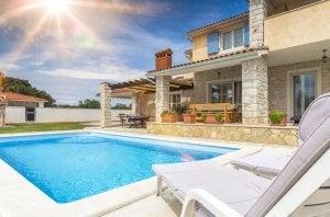 A Mediterranean design for a pool.